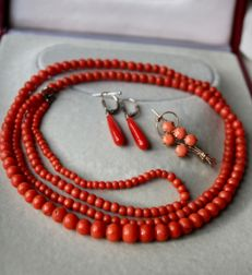 Around 1900 set: 100% Antique untreated high quality coral very long necklace with natural salmon color beads, no visible growth characters + coral earrings and broche!