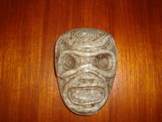 Taino - Greater Antilles - Mask - Anthropomorphic - Sculpted, chiselled and polished grey stone - height 99 mm x length 72 mm