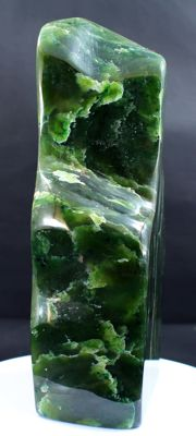 Fine Lush green Nephrite Jade, polished Tumble - 170 x 84 x 45mm - 1334gm