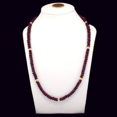 18k/750 yellow gold necklace with rubies - Length, 51 cm.