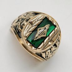 "14 kt yellow Gold College  Ring school green stone initials ""RA"", 1987, Size 19.9 mm."