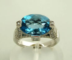 18 kt gold ring with topaz and diamond - 18 kt/750 white gold, size 17¼+, 0.88 ct diamonds
