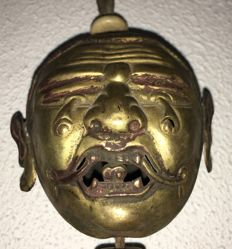 A severed wrathfull head, gilded copper repoussé - Nepal/Tibet - first half 20th century