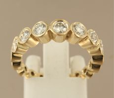 14 kt yellow gold ring set with 17 brilliant cut diamonds, 1.37 carat, ring size 17.5 (55)
