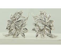 18k white gold ear studs set with 8 old Amsterdam cut and 36 single cut diamonds, approx. 0.85 ct in total