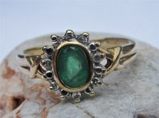 Gold entrouage ring with 14x natural diamond and emerald