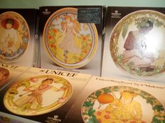 Lot with 6 porcelain wall plates ' Children of the World ' in original box