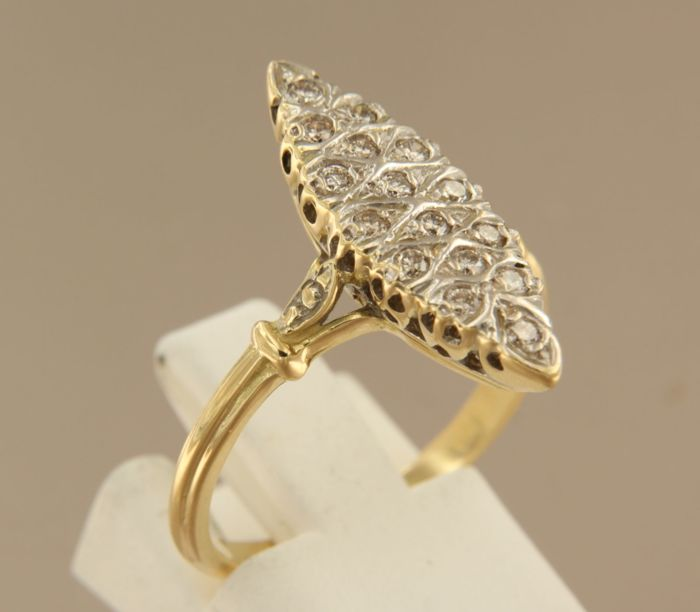 18k yellow gold marquise ring with diamond set in white gold, ring size 18 (56)