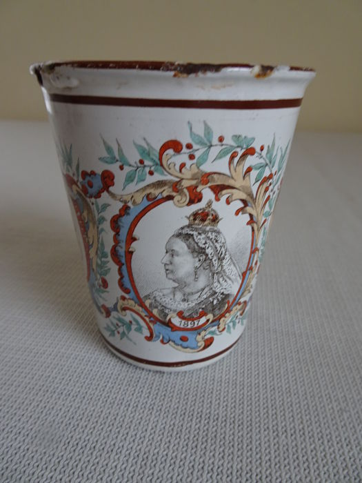 Enamel cup of the English Royals - United Kingdom - 1837-1897