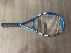 Tennis racket personally signed by Nadal + photo of the signing + certificate of authenticity