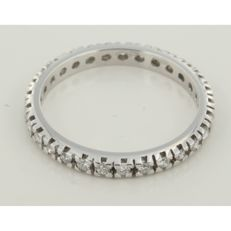 18 kt white gold full eternity ring set with 28 brilliant cut diamonds, approx. 0.70 carat in total, ring size 18.5 (58).