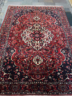 Exceptional Bakhtiari Persian rug — 310 x 215 cm — good condition