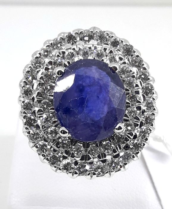 Gold ring with approx. 6.5 ct sapphire and approx. 2.45 ct diamonds