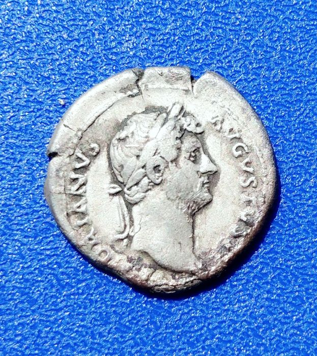 Roman Empire – Silver denarius (117-138) Rev. Victory sitting to the left Rome 128 a.C