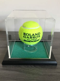 Roland Garros tennis ball autographed in case Halep + photo of the signing + certificate of authenticity