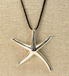 "Tiffany & Co. - ""Starfish"", design by Elsa Peretti - Vintage sterling silver ""Star"" necklace, London 2013 - Star Size : 5.2 x 4.3 x 0.4 cm"