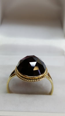 14 kt yellow gold, handmade women's ring set with garnet.