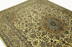 Fine Persian carpet, Kashan, 3.92 x 2.92 m, cream, genuine hand-knotted oriental carpet, TOP CONDITION