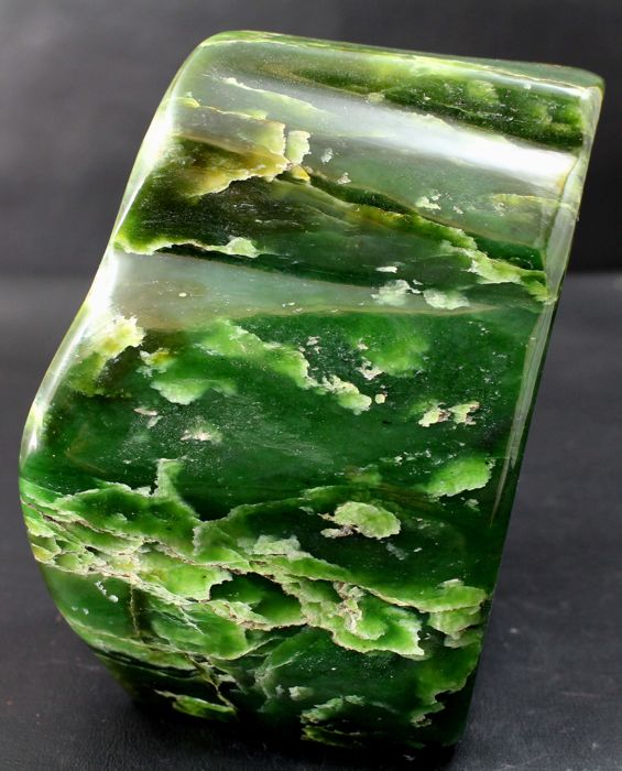 Fine, hand-polished green Nephrite tumble - 119 x 87 x 80 mm - 1560 gr