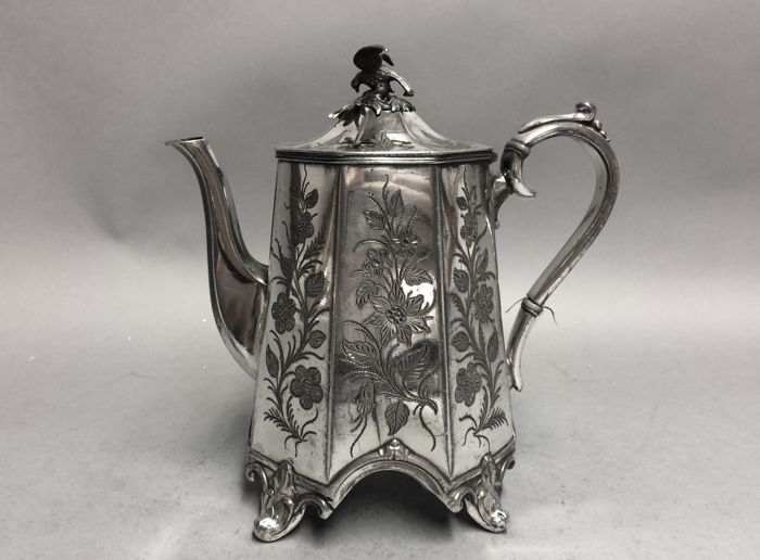 Verzilverdee koffiepot met acht kanten en floraal decor - James Dixon and Sons - Engeland - ca 1840