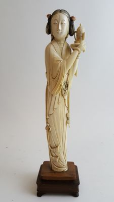 Ivory figure - China - 19th Century