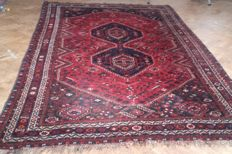 Old, hand-knotted Persian SHIRAZ carpet – Iran - 327 x 220 cm.