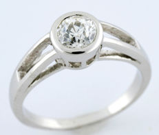 Solitaire ring in 18 kt white gold with brilliant cut diamond of 0.74 ct. (I/SI1). IGE certificate.