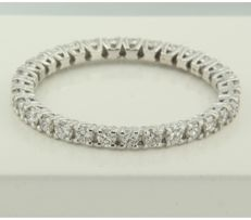 White gold eternity ring set with diamonds of 0.95 ct - ring size: 19 (59)