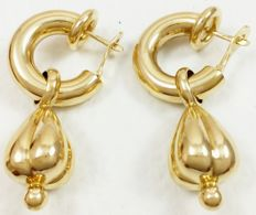 Long earrings in 18 kt/750 yellow gold. Weight: 8.56 g