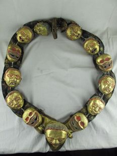 Ritual necklace with repousse plated copper head - Tibet - end 20th century