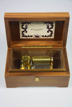 Beautiful Reuge Memory Cats music box