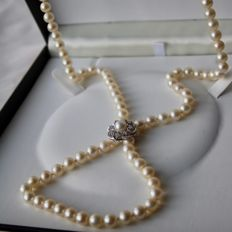 Long necklace with genuine sea/salt quality pearls. White gold clasp-brooch in floral form full with diamonds G/VVS. Beautiful state!