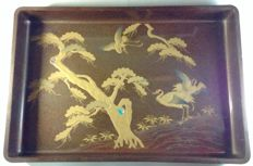 Black and gold lacquered salver with maki-e pine and cranes decoration – Japan – Early 20th century (Taisho period)