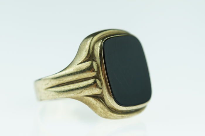 Yellow gold Vintage men's signet (pinky) ring with onyx, sturdy design, ring size 17.5, No Reserve