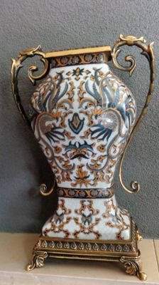 Baroque painted vase, with iron handles