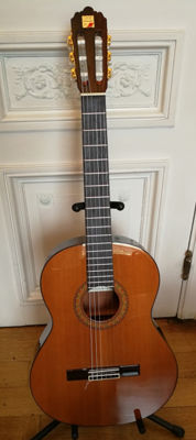 Classic Spanish ALHAMBRA 4P - solid rosewood and cedar - like new!