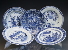 Lot of 5 antique Chinese blue and white export porcelain plates - China - 18th Century