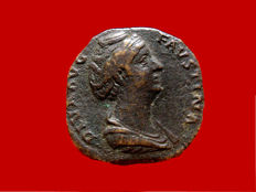 Roman Empire - Diva Faustina sestertius (25,16 g. 29 mm.) minted in Rome after her deaht in 141 A.D. AETERNITAS. Ave phoenix on globe. Scarce.