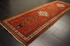 Antique Persian carpet, Sarab, circa 1950, made in Iran, 110 x 330cm, wool on cotton, natural dyes