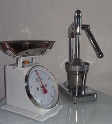 Retro juicer and kitchen scales