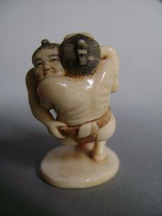 "Okimono in ivory ""Sumo fighters"" - Japan - approx.  1900 (end of Meiji period)"