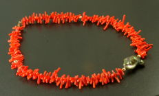 14 kt Gold necklace of red Coral & Huge baroque pearl of French Polynesia - 55cm
