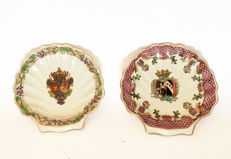 Compagnie des Indes - Set of 2 Armorial porcelain serving dishes - x Braganza and Habsburg