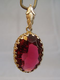 Victorian pendant with large Verneuil ruby, approx. 35 ct
