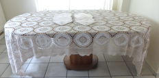 Large antique crochet and embroidered tablecloth 12 napkins