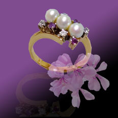 Vintage cocktail ring made of 14 kt. Gold with Akoya pearls, amethyst and brilliants, ring size 55