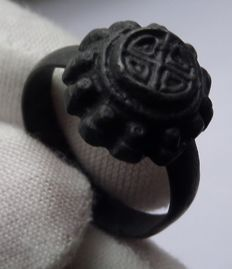 Early Medieval Viking shield ring with cross motif - 20 mm