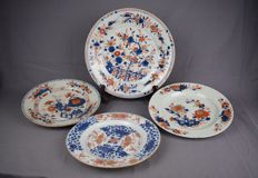 Four Imari porcelain plates – China – 18th century
