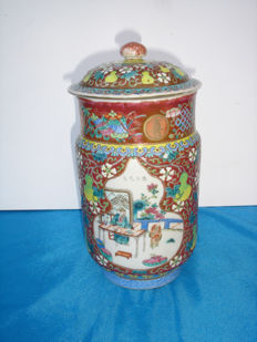 Porcelain pot with cover - China - Late 19th century