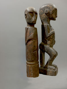 Two fine old amulet figure - East Timor/Sumba - Indonesia